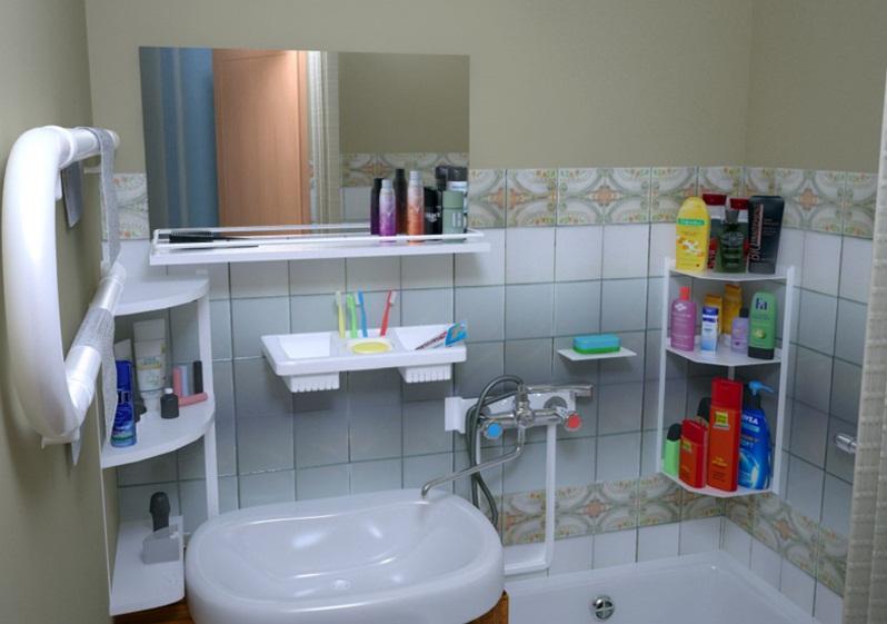 Размещение полок в маленькой ванной