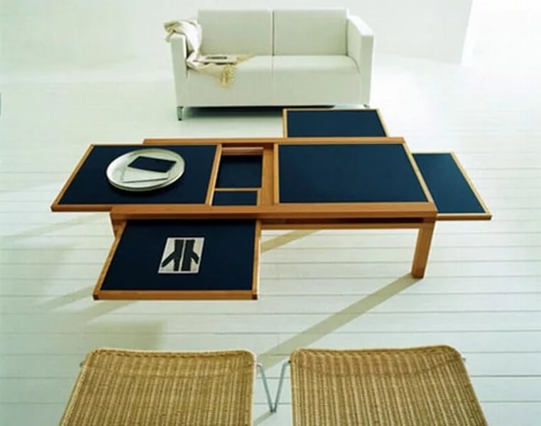 Раскладной стол в маленькой гостинной