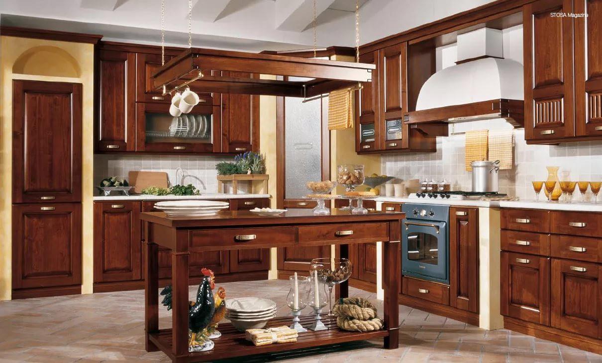 Расстановка мебели на кухне 9 кв. м. в классическом стиле
