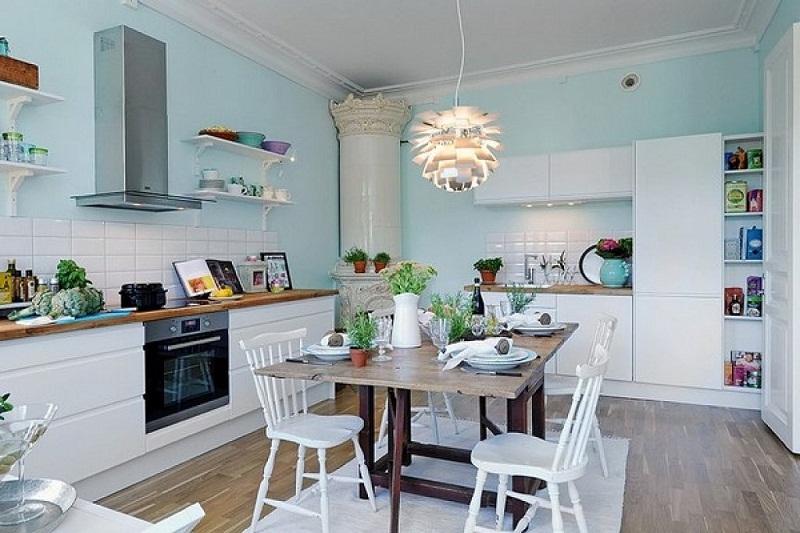 Светло-голубое оформление кухни в двухкомнатной квартире