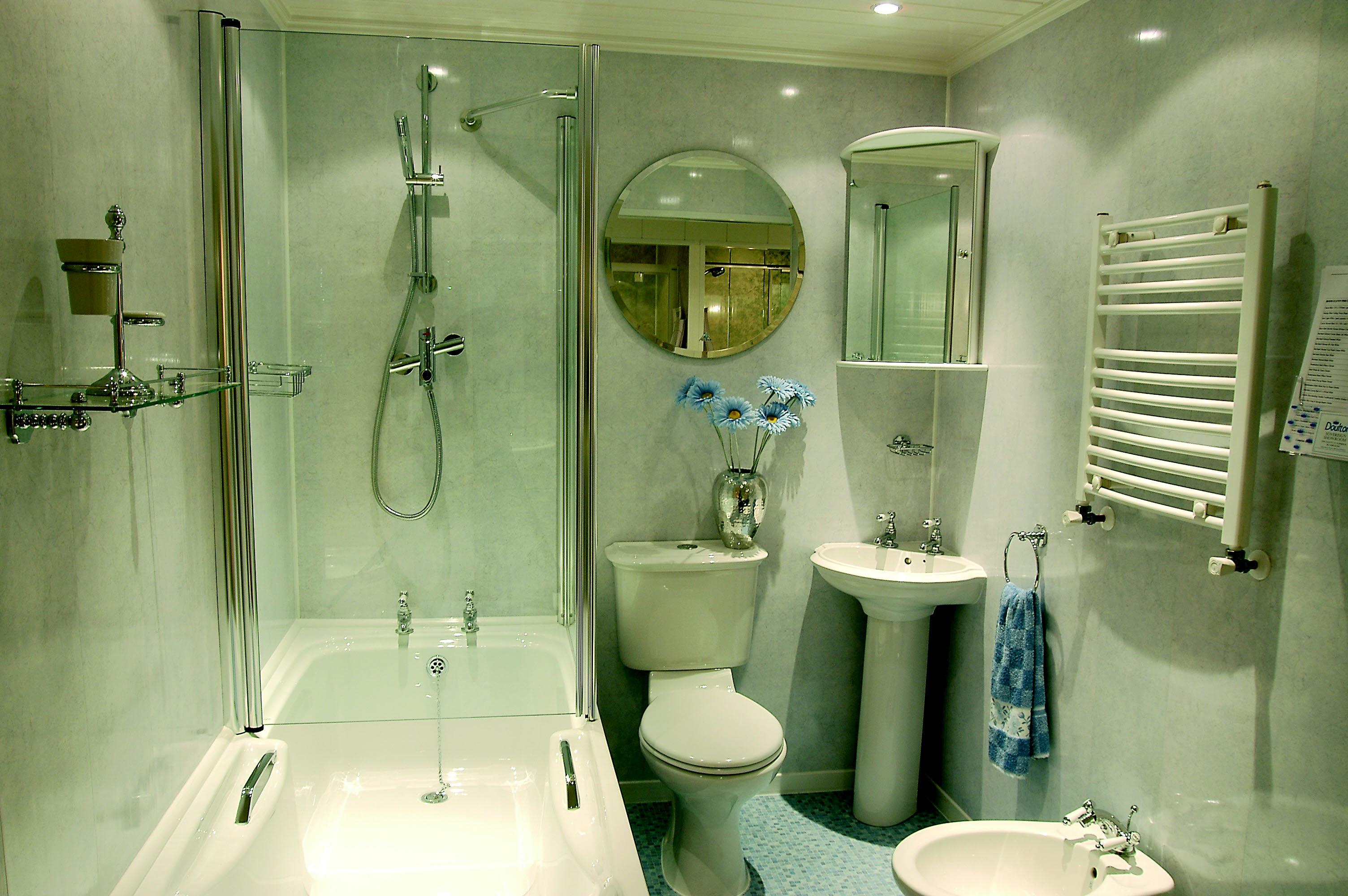 Стеклянные шторы в ванной 4кв.м