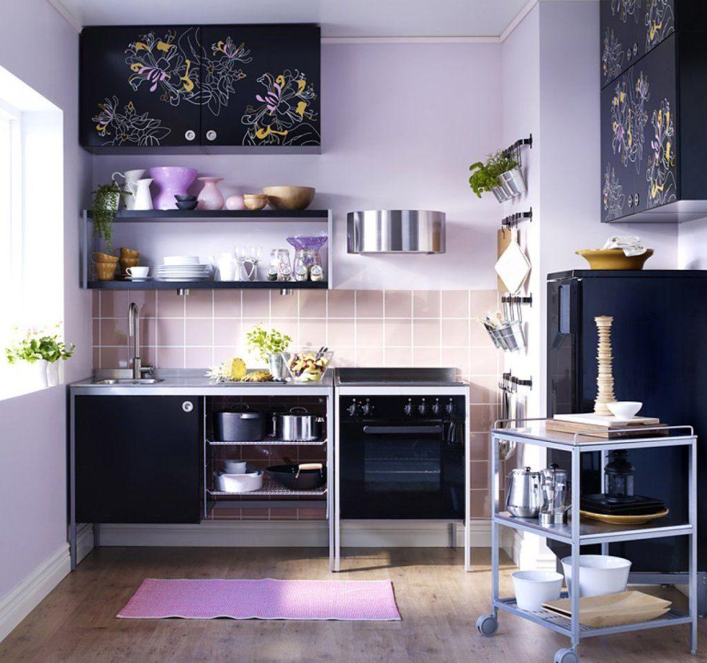 Темная мебель в интерьере кухни 6 кв.м