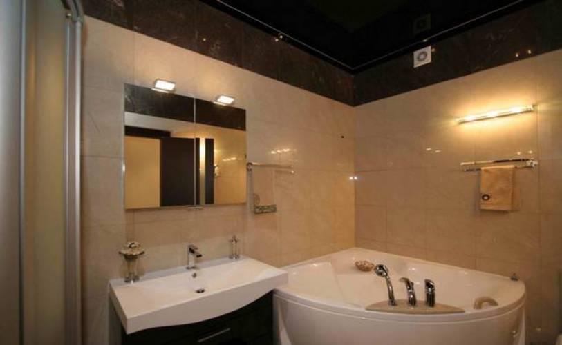 Угловая ванная в комнате