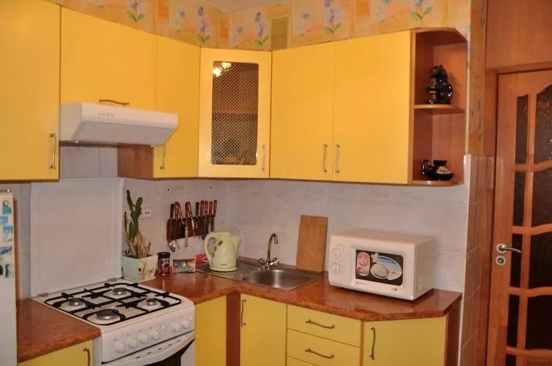 Угловое размещение мебели на кухне в хрущевке