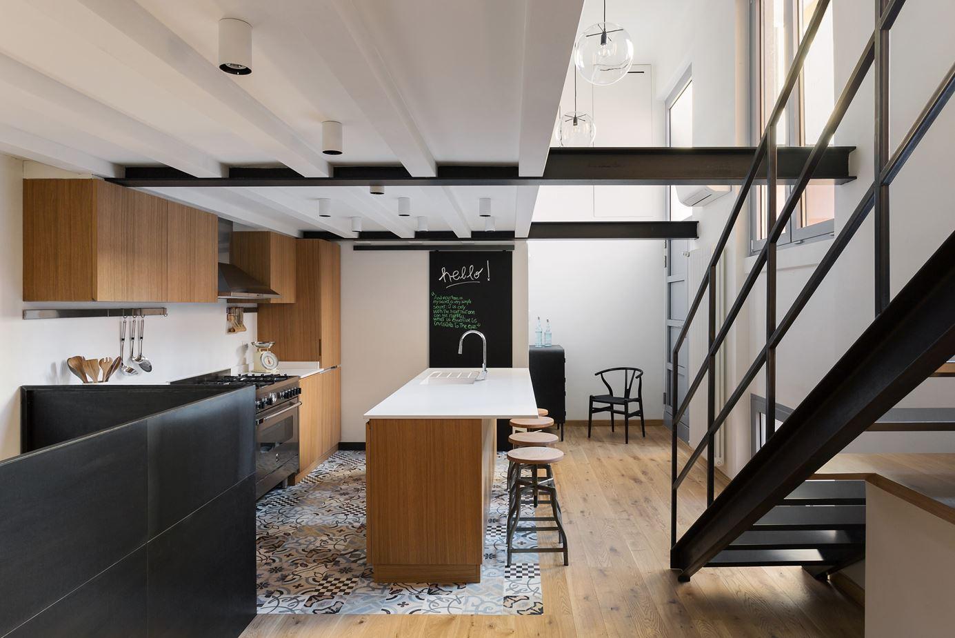 Цветовое оформление двухуровневой квартиры в стиле лофт