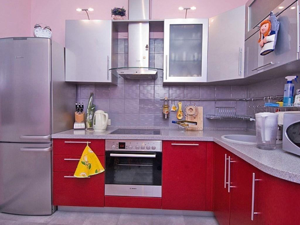 Шкафы в интерьере кухни 12 кв.м.