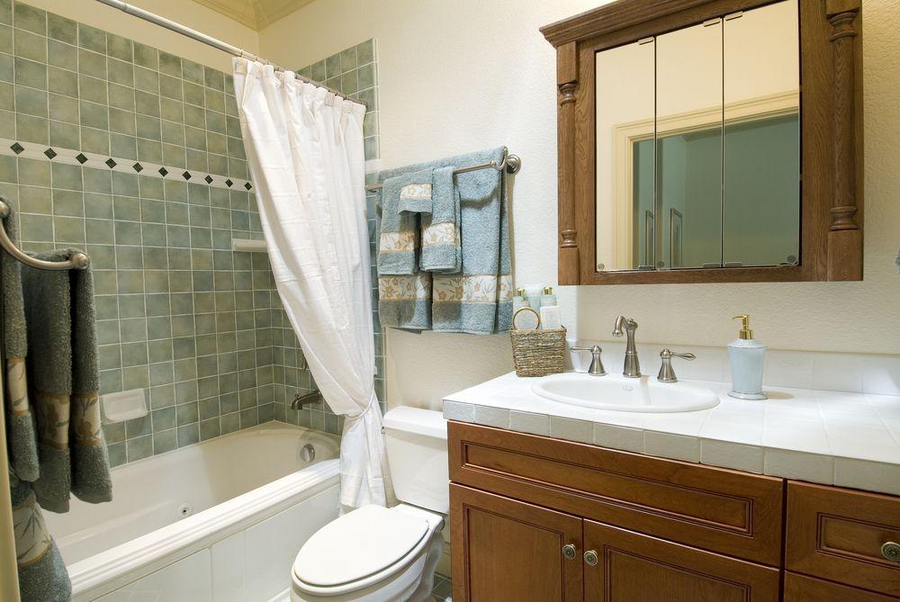 Шкаф в маленькой ванной