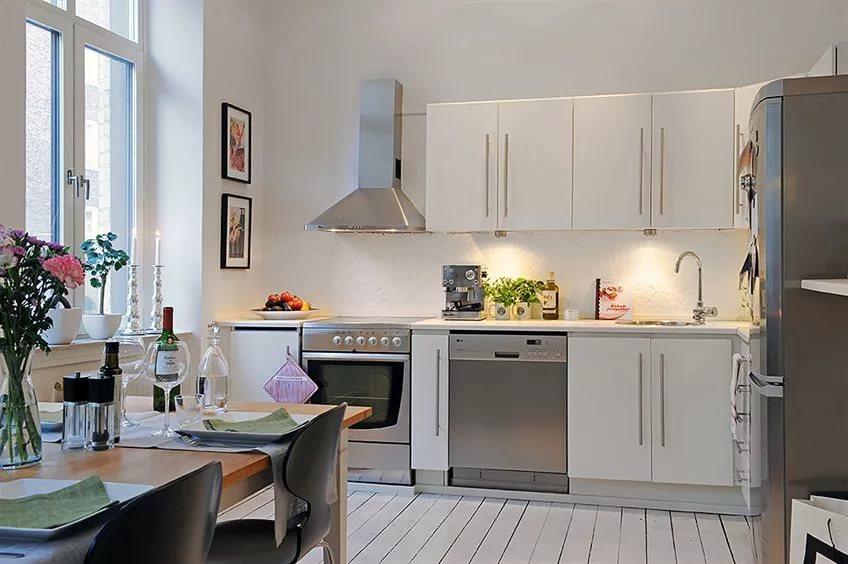 Бытовая техника на кухне в квартире-студии