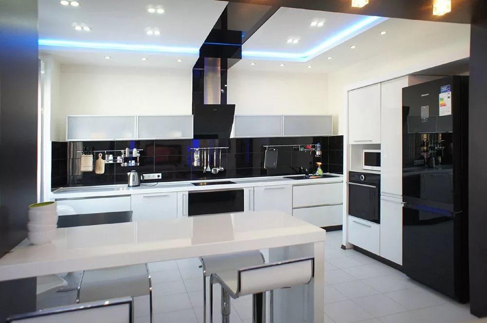 Вариант оформления кухни 10 кв.м. в стиле хай-тек