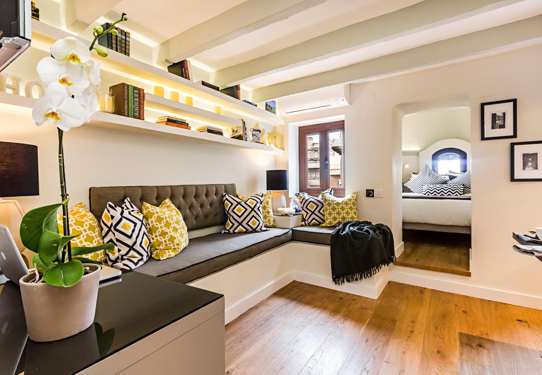 Гостинная и спальня в трехконатной квартире