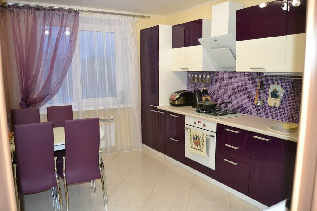 Грамотное использование контрастных цветов на кухне 10 кв.м