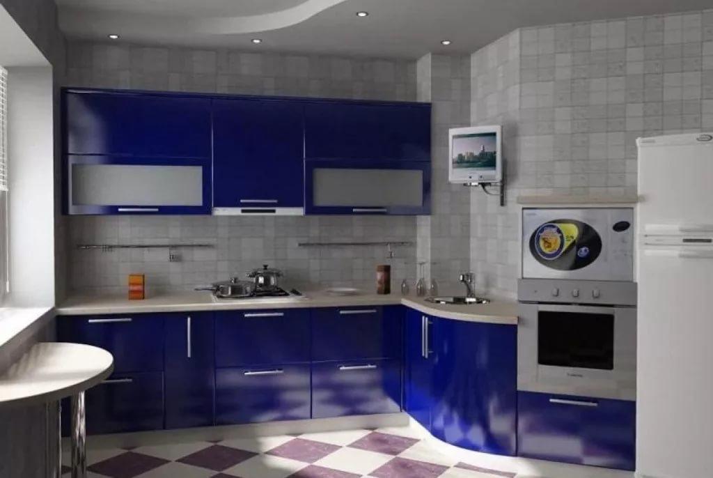 Дизайн кухни 10 кв.м. с синей мебелью