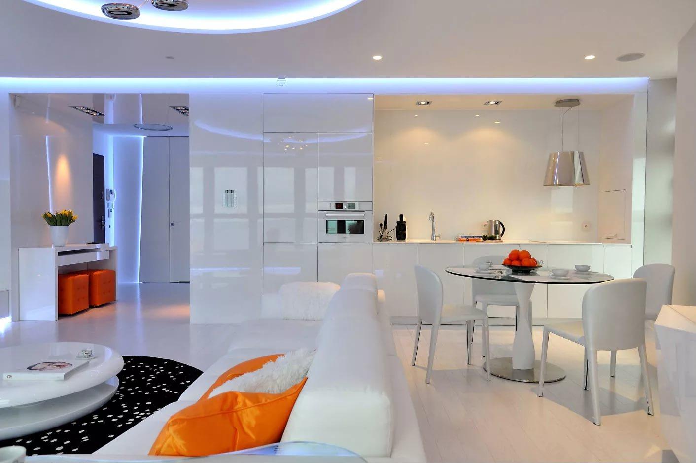 Дизайн совмещенной кухни в светлых тонах