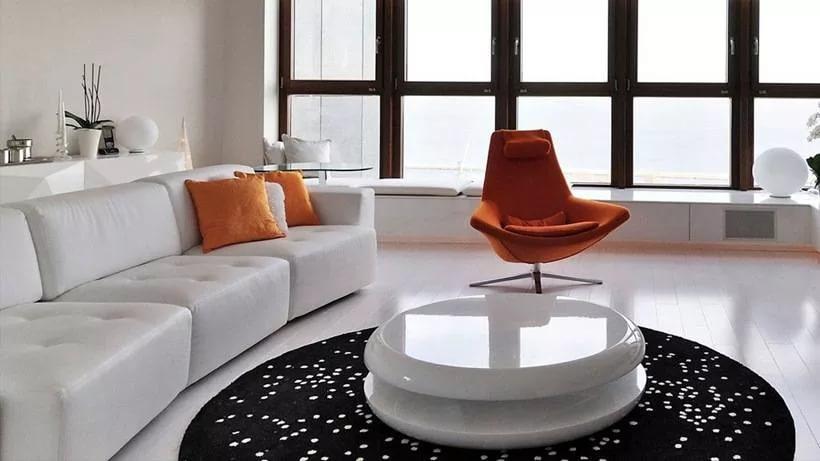 Кофейный столик в квартире студии
