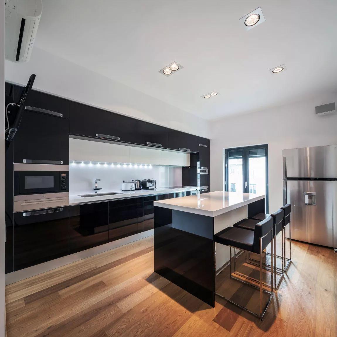 Кухонный гарнитур в квартире студии