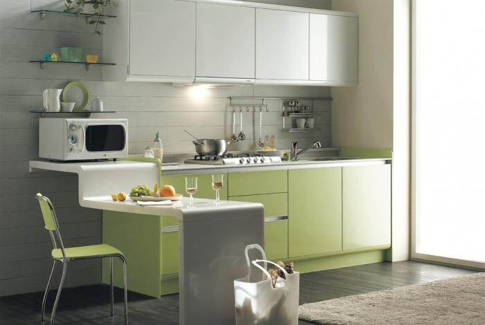 Линейная расстановка мебели на кухне в малогабаритной квартире
