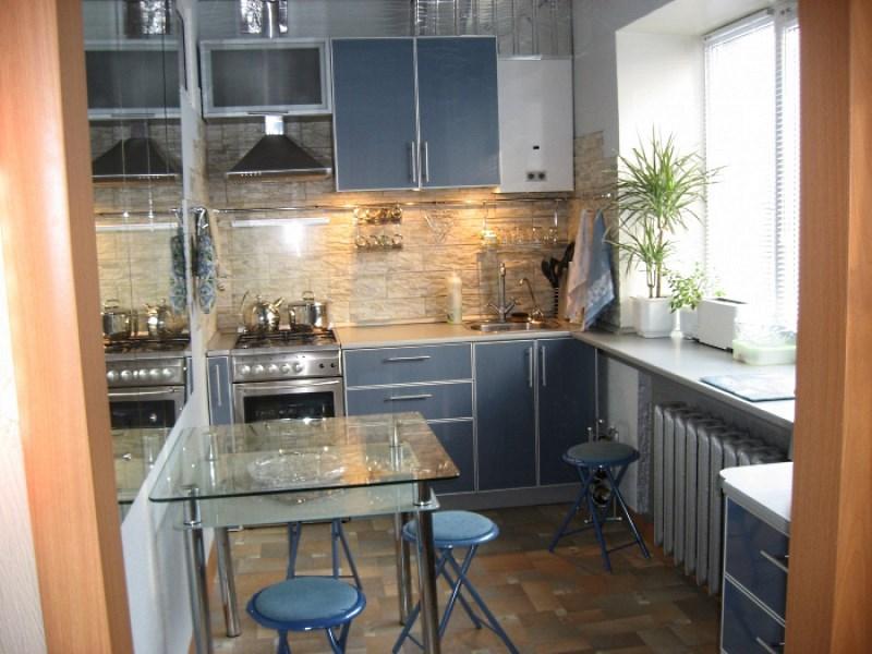 Обеденная зона на кухне в малогабаритной квартире