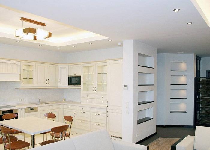 Объединение гостинной с кухней в трехконатной квартире