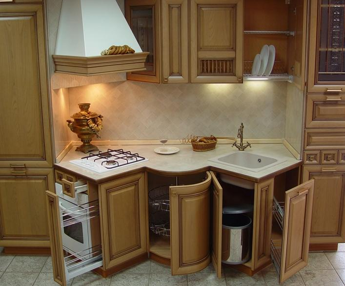 Оригинальный дизайн мебели в кухне малогабаритной квартиры