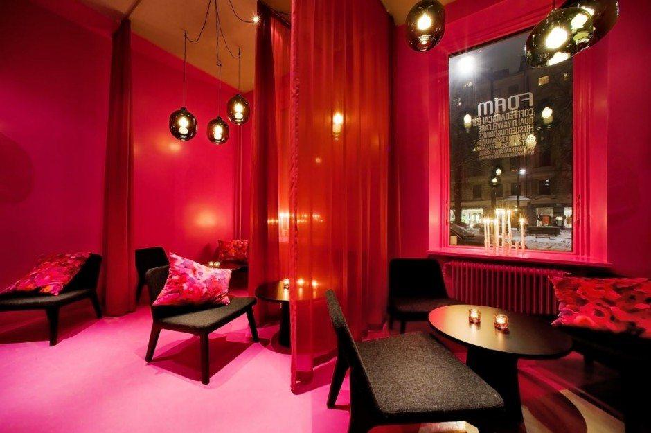 Романтическое кафе в красных тонах