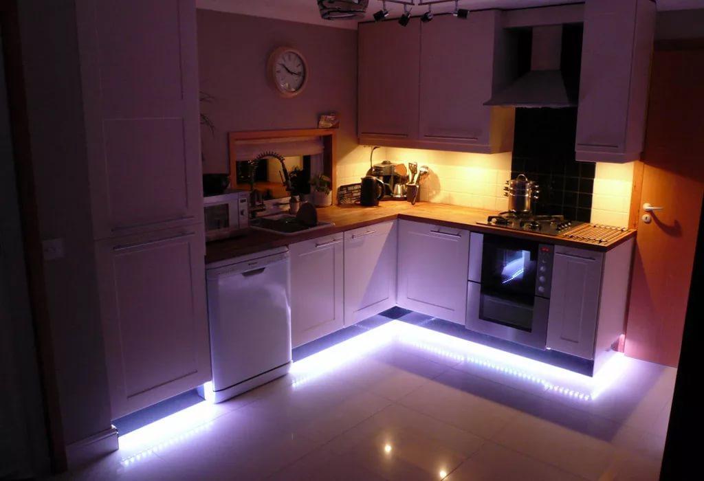 Светодиодная лента на кухне в однокомнатной квартире