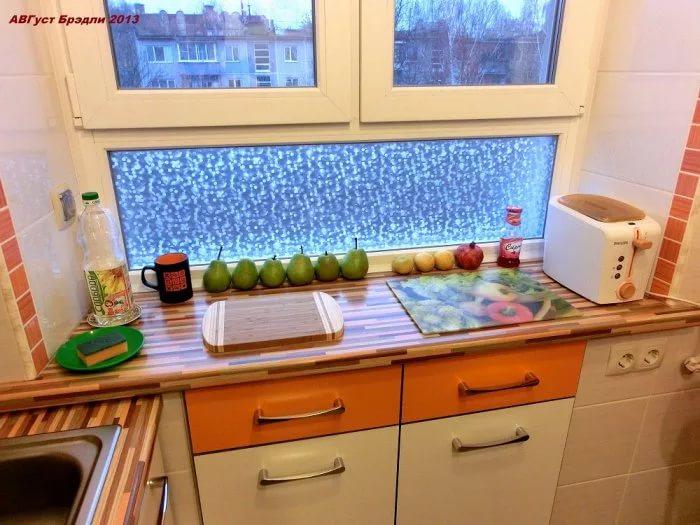 Шкафы под подомонником на кухне 10 кв.м.