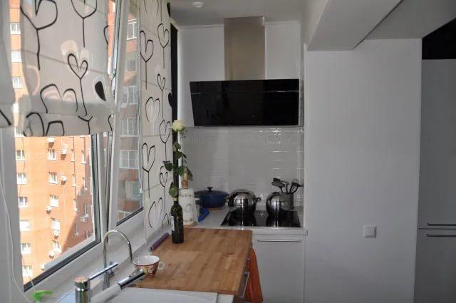Электроплита на балконе в трехкомнатной квартире
